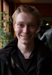 20år Född och uppvuxen i karlskoga, Värmland. Flyttade till Arjeplog för att läsa BilSystemTeknik på gymnasitet. Jobbar som vårdbiträde inom äldreomsorgen. Blev medlem i partiet som 18åring. Sitter i KF och MBR i Arjeplog. Mina hjärtefrågor är vård och skola.